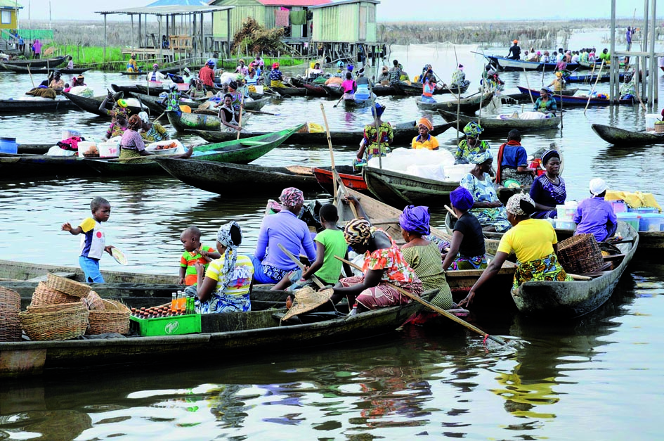 Marché flottant sur la Venise africaine, Ganvié 2013