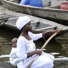 Mère qui porte, garde et transmet 5, Ganvié 2013
