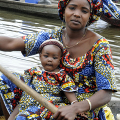 Mère qui porte, garde et transmet, Ganvié 2013