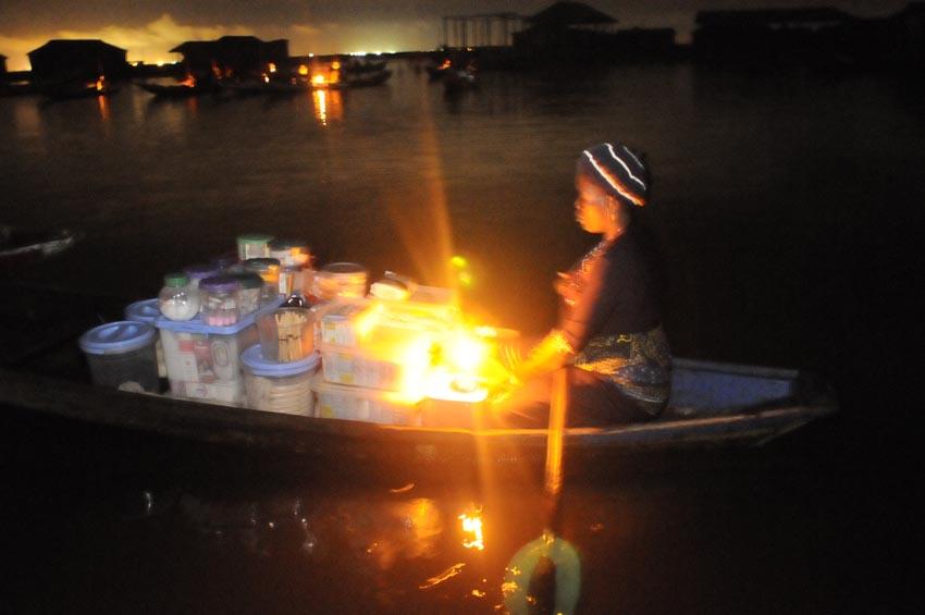 Marché flottant nocturne 2, Ganvié 2013