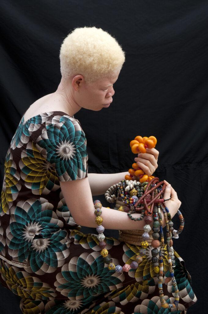 Jeune fille au collier d'ambre, 2018