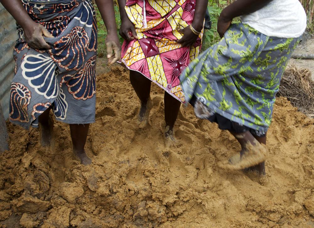 Pétrir de nos pieds, créer de nos mains, Bohondo, Bénin 2017